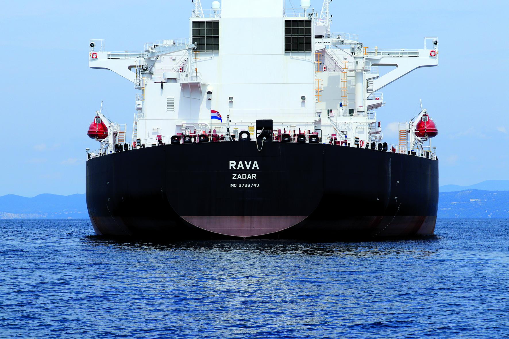 """Der 20.000ste Öltanker mit dem Namen """"Rava"""" legt am Seehafenterminal in Triest an"""
