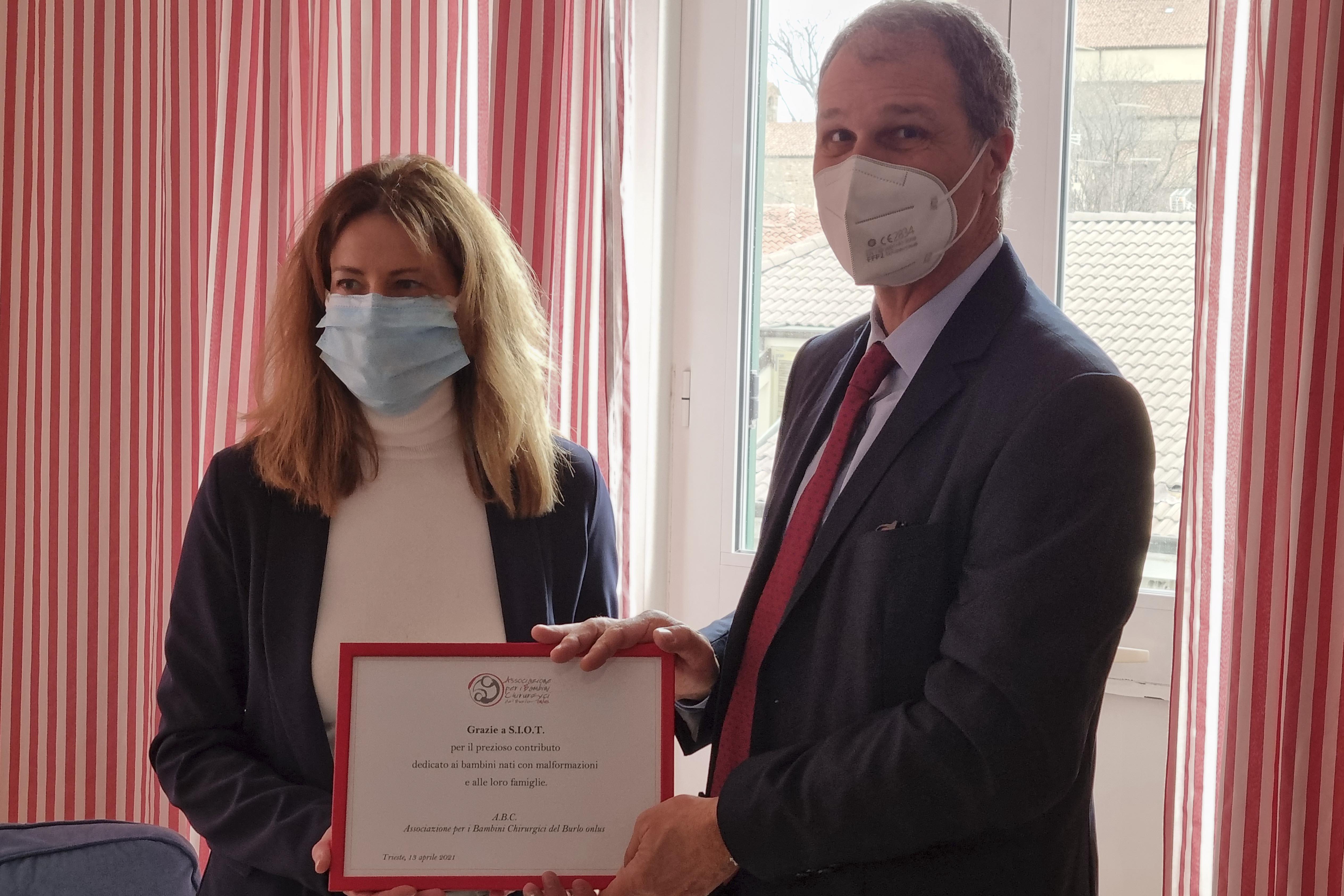 SIOT und A.B.C. spenden für das Krankenhaus Burlo Garofalo